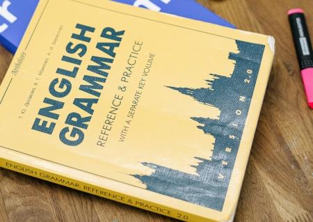 """Podręcznik zatytułowany """"gramatyka języka angielskiego"""""""
